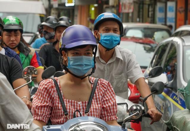 Choáng ngợp rừng cao ốc chen chúc trên đoạn đường dài gần 1km ở Hà Nội - 11
