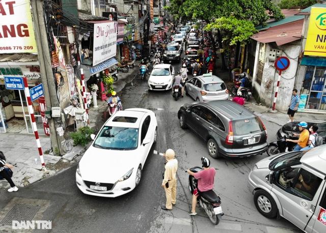 Choáng ngợp rừng cao ốc chen chúc trên đoạn đường dài gần 1km ở Hà Nội - 8
