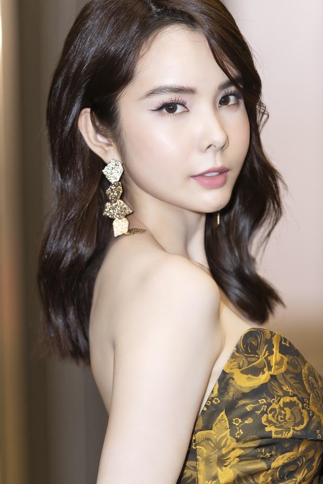 Hoa hậu Huỳnh Vy diện váy xẻ khoe chân dài - 4
