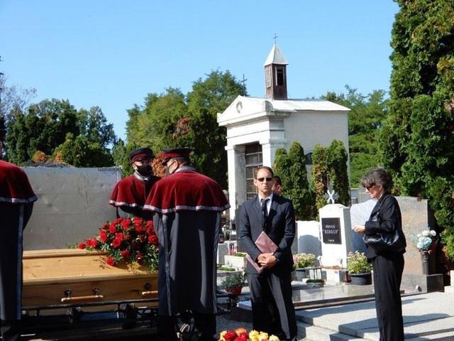 Nhiều quan chức tới dự tang lễ của cựu HLV Alfred Riedl - 4