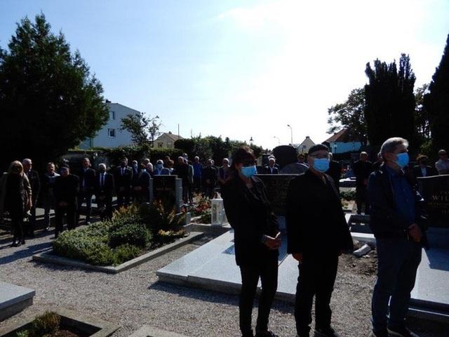Nhiều quan chức tới dự tang lễ của cựu HLV Alfred Riedl - 5