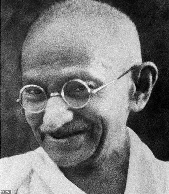 Chiếc kính biểu tượng Ấn Độ của Mahatma Gandhi được bán hơn 7,7 tỷ đồng - 1