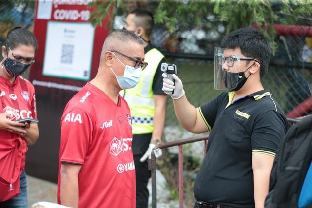 Đặng Văn Lâm được cổ động viên Muangthong United khen ngợi - 10
