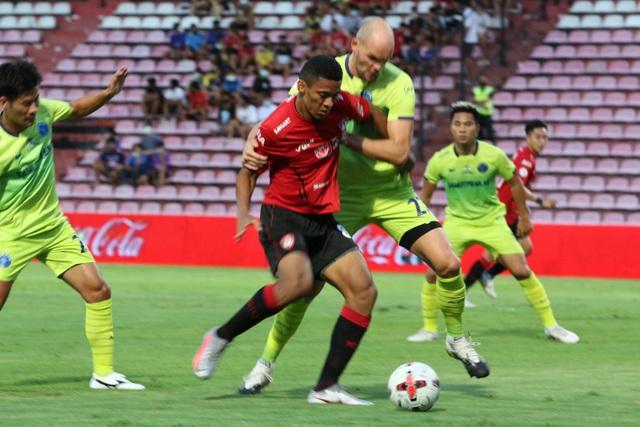 Đặng Văn Lâm được cổ động viên Muangthong United khen ngợi - 6