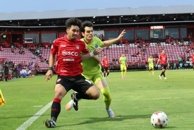 Đặng Văn Lâm được cổ động viên Muangthong United khen ngợi - 7