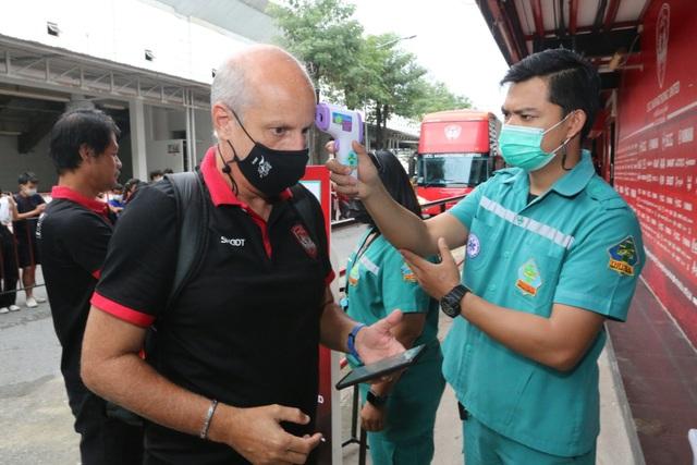 Đặng Văn Lâm được cổ động viên Muangthong United khen ngợi - 3