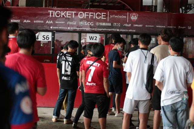 Đặng Văn Lâm được cổ động viên Muangthong United khen ngợi - 8