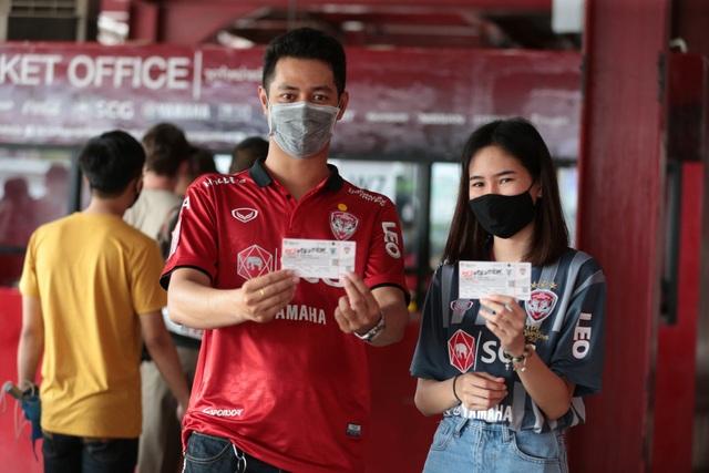 Đặng Văn Lâm được cổ động viên Muangthong United khen ngợi - 9