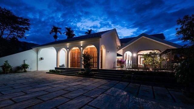 Ngôi nhà đẹp như resort con trai xây tặng bố mẹ giữa đồng quê ở Bình Định - 3