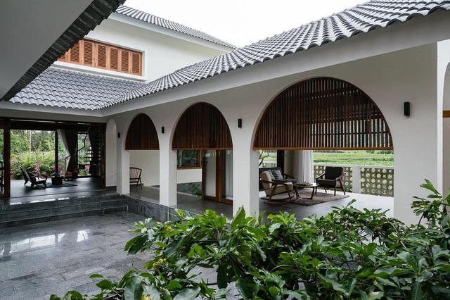 Ngôi nhà đẹp như resort con trai xây tặng bố mẹ giữa đồng quê ở Bình Định - 4