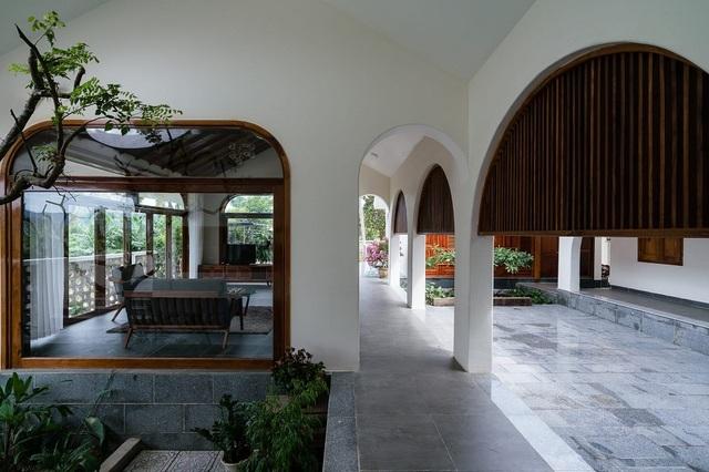 Ngôi nhà đẹp như resort con trai xây tặng bố mẹ giữa đồng quê ở Bình Định - 5
