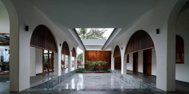 Ngôi nhà đẹp như resort con trai xây tặng bố mẹ giữa đồng quê ở Bình Định - 6