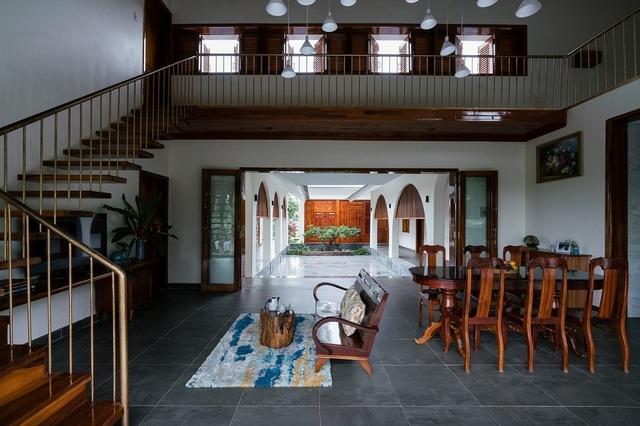 Ngôi nhà đẹp như resort con trai xây tặng bố mẹ giữa đồng quê ở Bình Định - 7