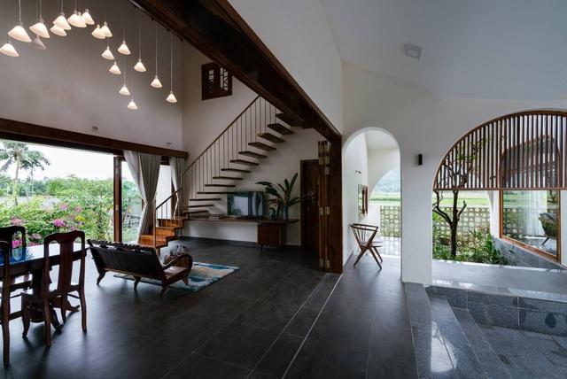 Ngôi nhà đẹp như resort con trai xây tặng bố mẹ giữa đồng quê ở Bình Định - 10