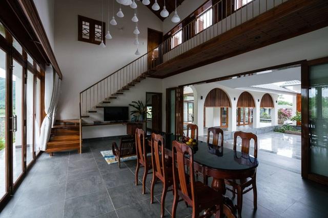 Ngôi nhà đẹp như resort con trai xây tặng bố mẹ giữa đồng quê ở Bình Định - 11