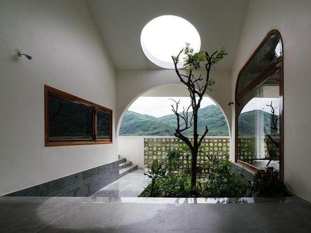Ngôi nhà đẹp như resort con trai xây tặng bố mẹ giữa đồng quê ở Bình Định - 14