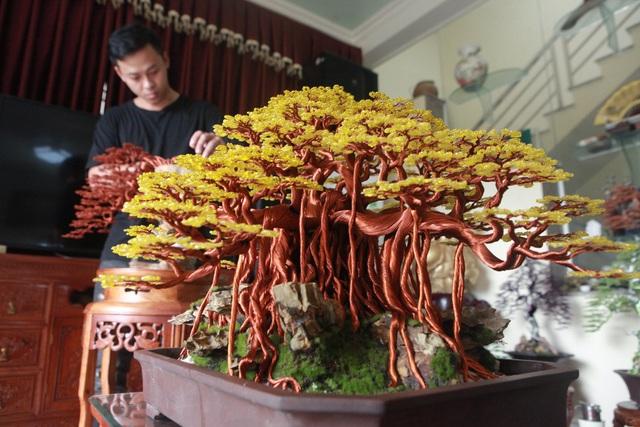 """Chiêm ngưỡng """"siêu cây"""" làm từ dây đồng, gắn hạt cườm, lớn nhất Việt Nam - 1"""