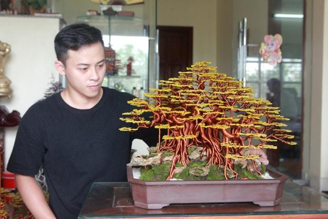 """Chiêm ngưỡng """"siêu cây"""" làm từ dây đồng, gắn hạt cườm, lớn nhất Việt Nam - 2"""