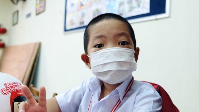 Bé lớp 1 ở Đà Nẵng ngày đầu đến trường trong năm học lịch sử - 7