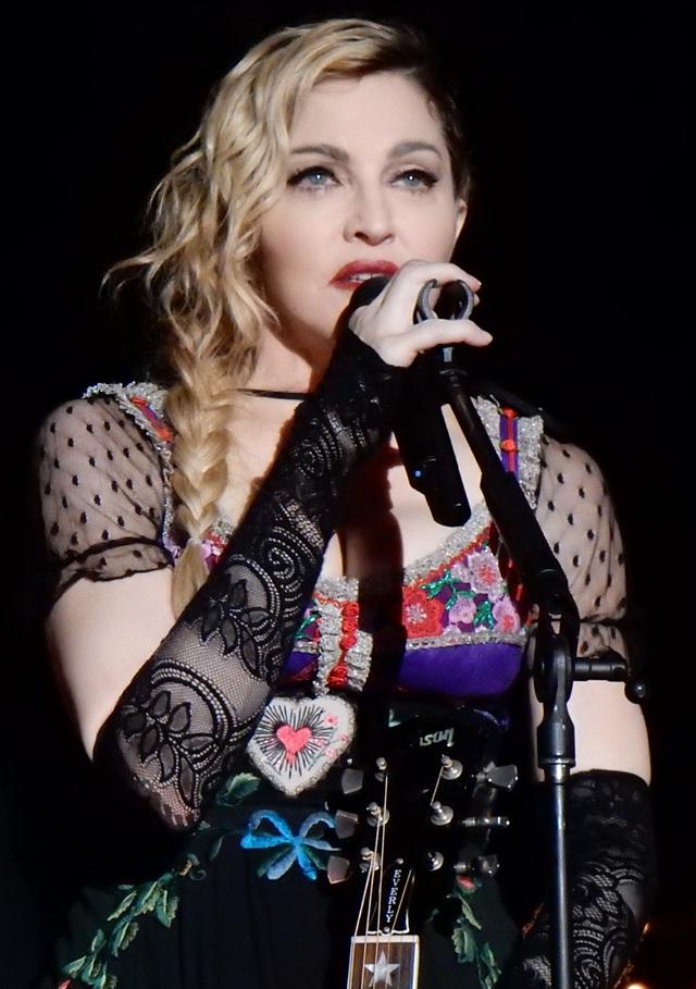 Madonna sẽ làm phim về ngày giông bão nhất trong đời - 3