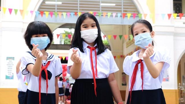 Bé lớp 1 ở Đà Nẵng ngày đầu đến trường trong năm học lịch sử - 3