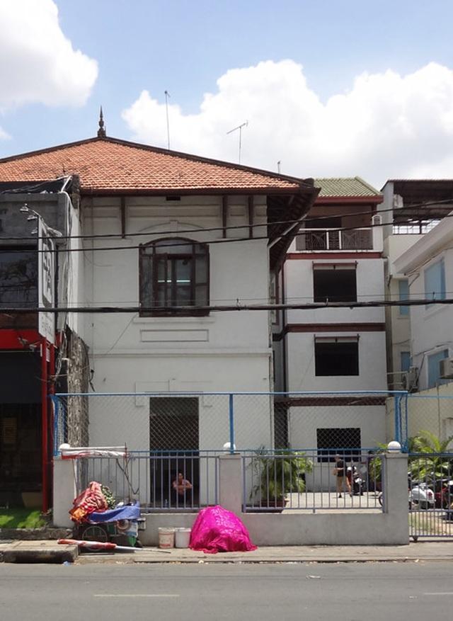 Giếng trời hình giọt nước khổng lồ trong căn biệt thự ở Sài Gòn - 1