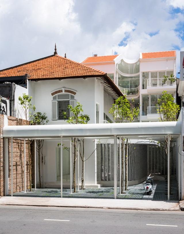 Giếng trời hình giọt nước khổng lồ trong căn biệt thự ở Sài Gòn - 2