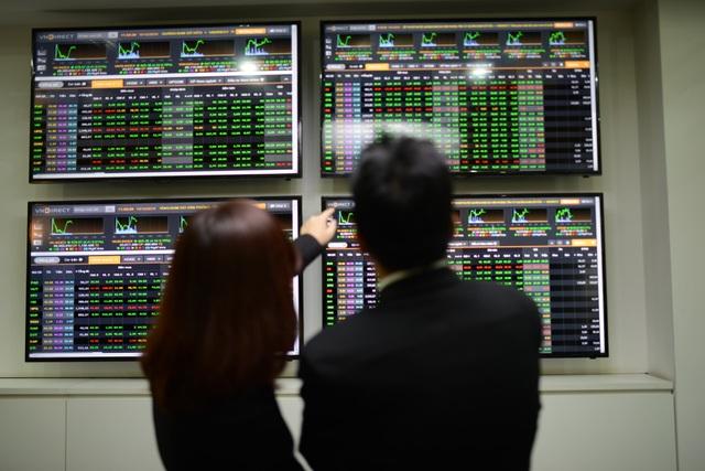 Thị trường nín thở với bầu cử Tổng thống Mỹ, cổ phiếu ngân hàng vẫn bứt tốc - 1