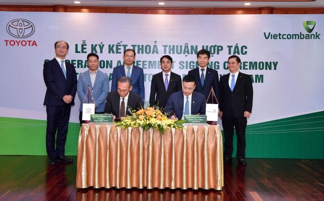 Vietcombank và Toyota Motor Việt Nam ký kết thỏa thuận hợp tác - 1