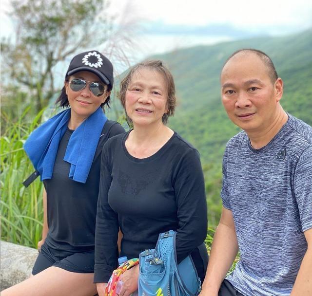 Nhan sắc ngọt ngào và tài sản kếch xù của Lưu Gia Linh ở tuổi 55 - 7