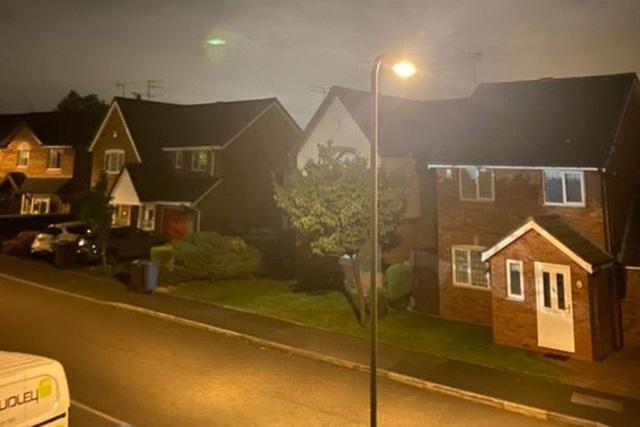 Phát hiện đĩa bay phát sáng màu xanh, nghi người ngoài hành tinh đổ bộ tới Anh - 2
