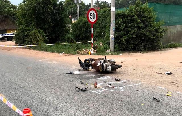 Xe tải tông xe máy, 3 người trong một gia đình thương vong - 1