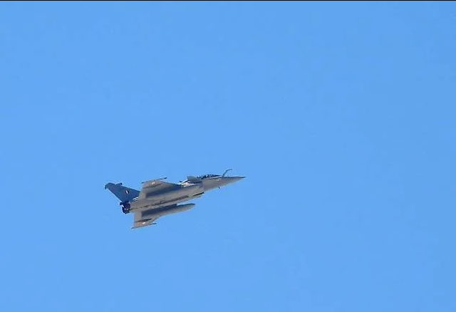 Ấn Độ đưa máy bay chiến đấu thử nghiệm tại biên giới Trung Quốc - 1