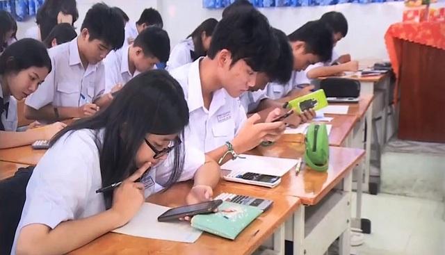 Cho học sinh dùng điện thoại trong giờ học: Hại chồng hại! - 1