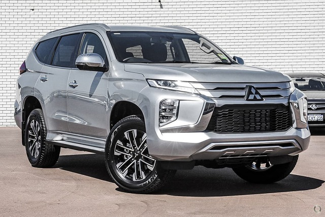 Pajero Sport 2020 sắp về Việt Nam có gì để đấu với Toyota Fortuner mới? - 1