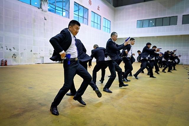 """Nhà giàu Trung Quốc """"săn"""" vệ sĩ công nghệ cao - 2"""