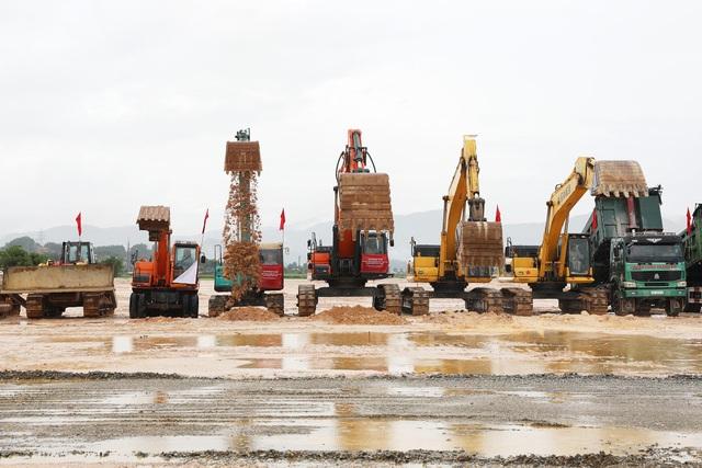 Phó Thủ tướng bấm nút động thổ xây dựng tổ hợp công nghiệp phụ trợ ô tô - 3