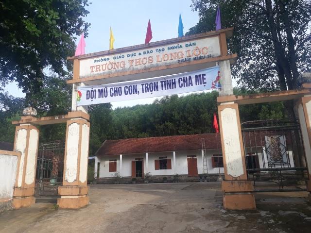 Vụ trường học sắp sập ở Nghệ An: Sau cơn bão, mái ngói bị sập hàng loạt - 6
