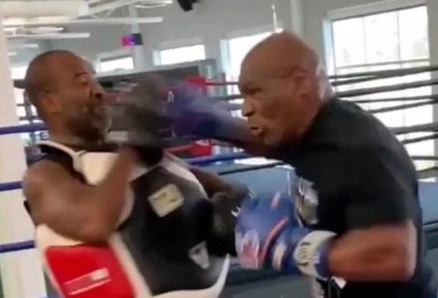Giảm tới 30kg, Mike Tyson khiến tất cả ngỡ ngàng - 1