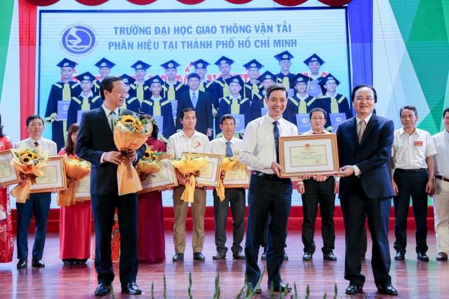 Phó Chủ tịch nước: Gắn thi đua với xây dựng môi trường giáo dục lành mạnh - 5
