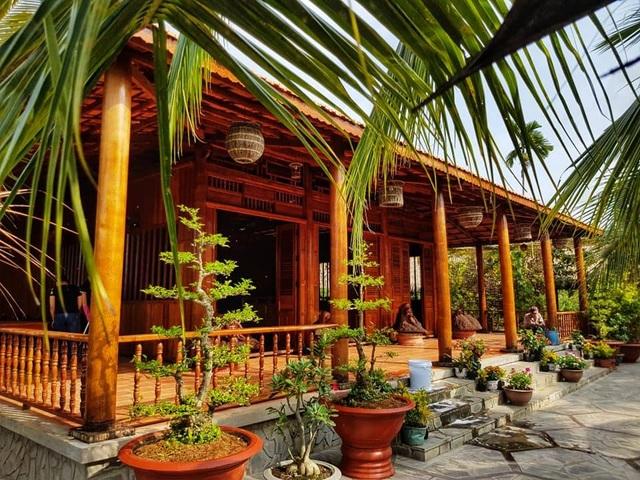 Choáng ngợp biệt phủ 6 tỷ đồng làm từ 4.000 cây dừa của lão nông miền Tây - 4
