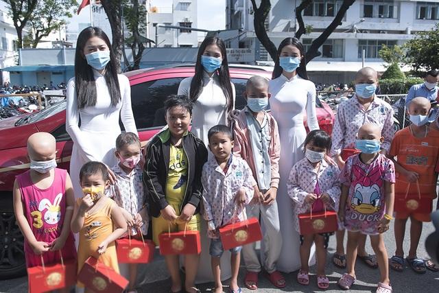 Top 3 Hoa hậu Việt Nam mang Trung thu đến cho bệnh nhi Ung bướu - 1