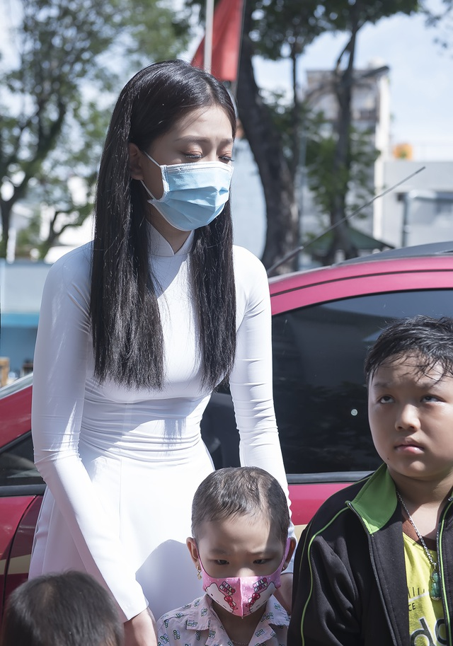Top 3 Hoa hậu Việt Nam mang Trung thu đến cho bệnh nhi Ung bướu - 4