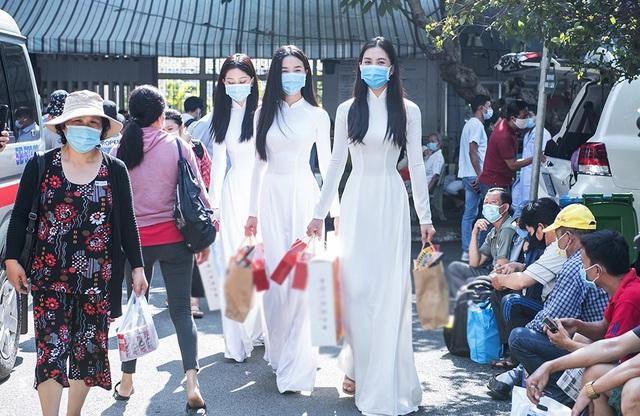 Top 3 Hoa hậu Việt Nam mang Trung thu đến cho bệnh nhi Ung bướu - 2