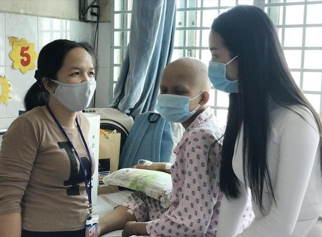 Top 3 Hoa hậu Việt Nam mang Trung thu đến cho bệnh nhi Ung bướu - 7