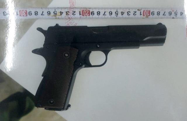 Thiếu niên bỏ quên súng khi đột nhập nhà dân trộm tài sản - 3