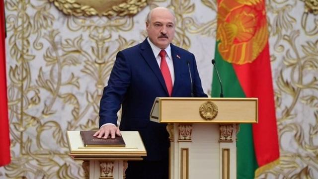 """""""Biển người biểu tình sau khi Tổng thống Belarus bất ngờ nhậm chức lần 6 - 1"""