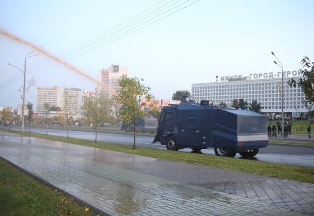 """""""Biển người biểu tình sau khi Tổng thống Belarus bất ngờ nhậm chức lần 6 - 11"""