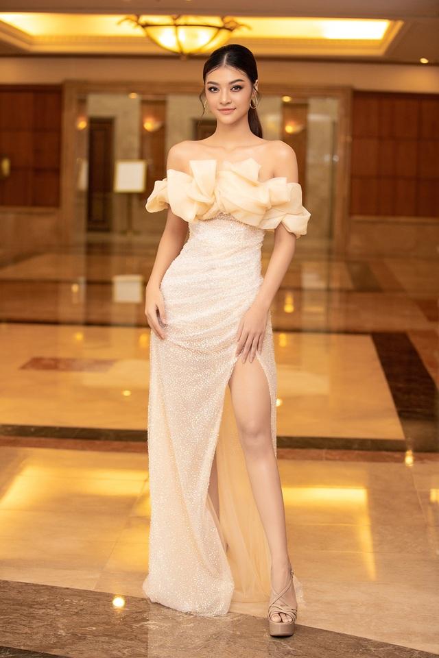 Hoa hậu Trần Tiểu Vykhóc khi chia sẻ về 2 năm đương nhiệm - 13