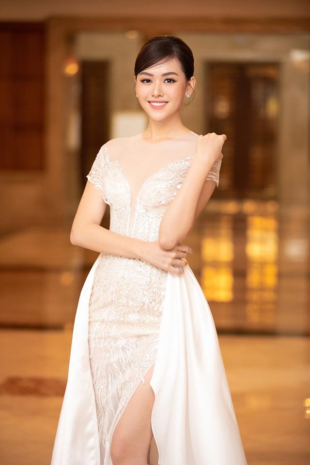 Hoa hậu Trần Tiểu Vykhóc khi chia sẻ về 2 năm đương nhiệm - 14